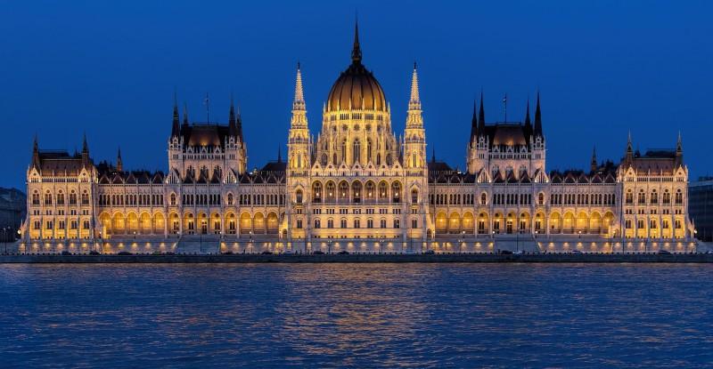 parliament-building-995417_1280