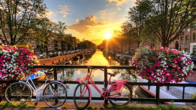 Departure K-Town: Amsterdam & the Keukenhof Gardens (incl. City Canal Cruise)