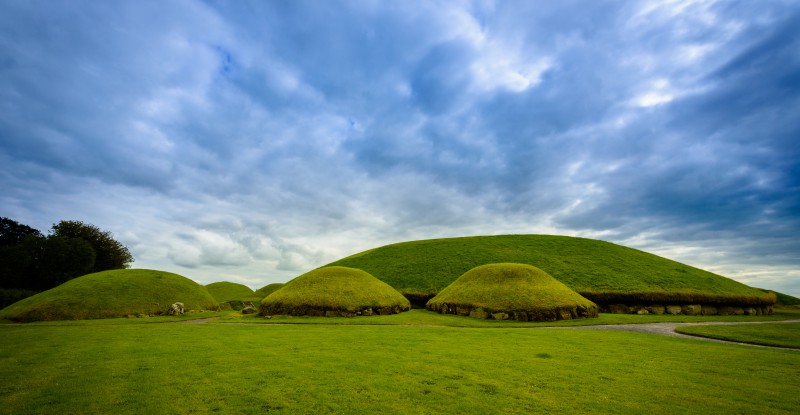 Knowth tumulus in the historical area of Brú na Bóinne