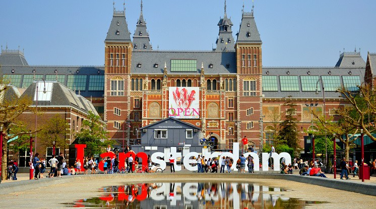 Departure K-Town: Brussels & Amsterdam (incl. City Canal Cruise)