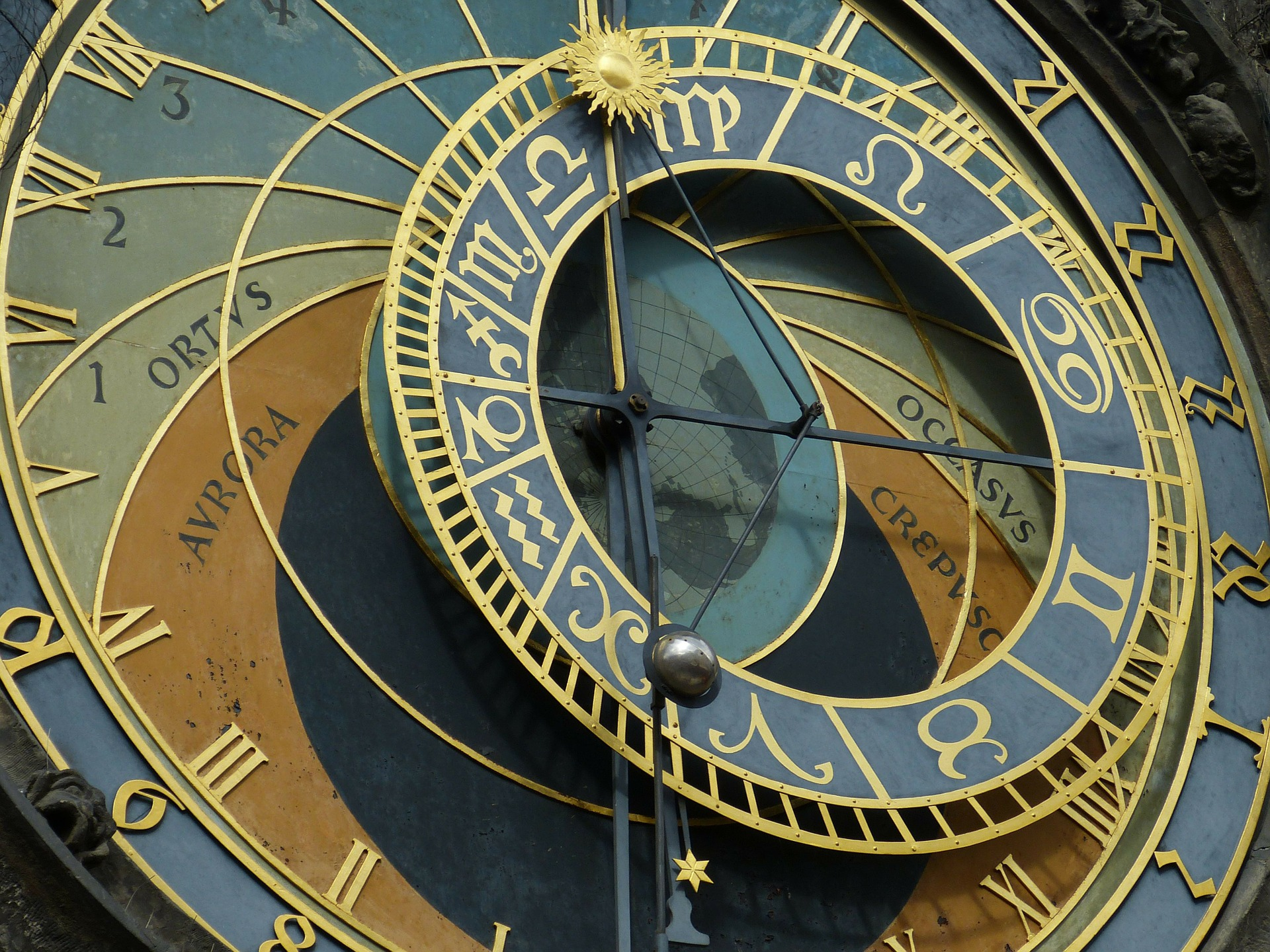 astronomical-clock-226897_1920