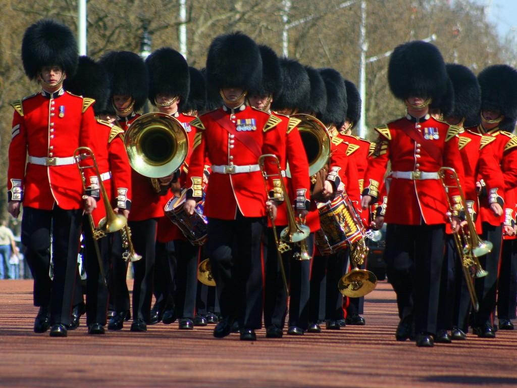 london_palace_guards