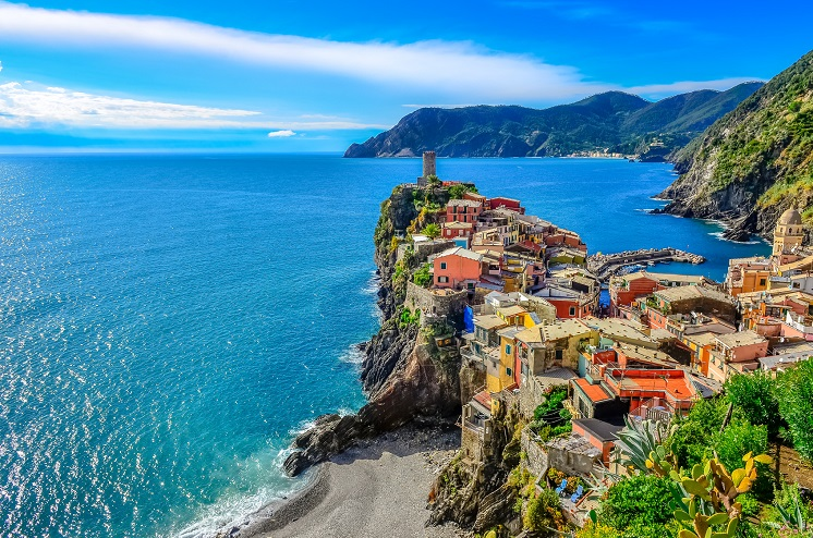Scenic view of colorful village Vernazza and ocean coast in Cinque Terre, Italy