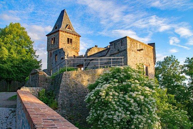castle-2480210_640